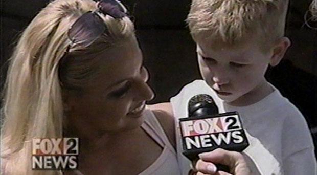Fox 2 News Detroit - Trish Stratus visits 7-Eleven (Apr 2002)