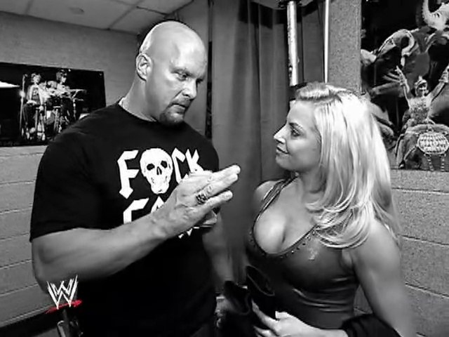 Trish Stratus and Stone Cold Steve Austin chit-chat (100% Stratusfaction Guaranteed DVD excerpt)